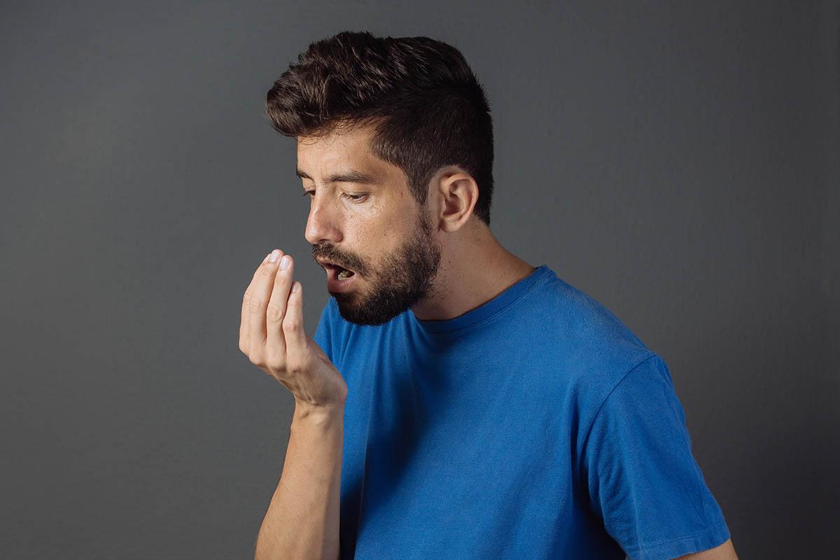 Cause di Alitosi e Malattie Respiratorie